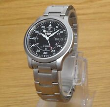 Mens Automatic Seiko 5 Satin-Finish Military Divers Style Day/Date Watch NEW