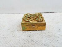 1950s Vintage Old Beautiful Push Button Compact Powder Box