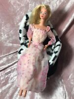 Vintage ORIGINAL 1978 French KISSING Barbie Doll with Dress Kiss Button 2597