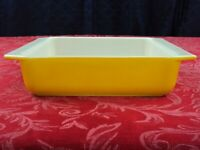VINTAGE PYREX YELLOW 922 SQUARE CASSEROLE BAKING DISH PRIMARY COLOR VERY NICE