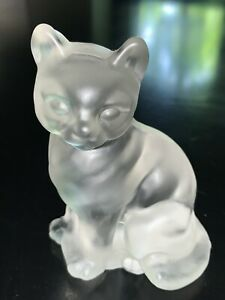 Vintage FENTON GLASS Cat Figurine Frosted Satin Sitting Paperweight