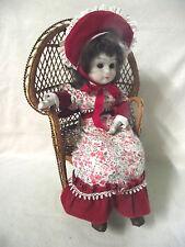 Puppenstuhl aus Korb Pfauenthron Puppensessel mit Porzellanpuppe Puppenmöbel
