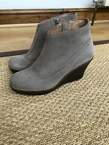 Scholl Wedge Ankle Boots Size 4 Suede Gorgeous Rubber Wedge Heel