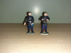 Lot De 2 Figurines Anciennes STARLUX Sapeurs-pompiers