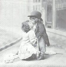 2 Serviettes papier Les Amoureux Paper Napkins Kissing children Sagen Vintage