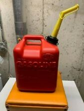 Chilton 2 1/2 gallons Plastic Gas Can