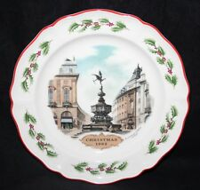 """Wedgwood Queensware - 8 1/4"""" 1982 Christmas Plate - Piccadilly Circus, London"""