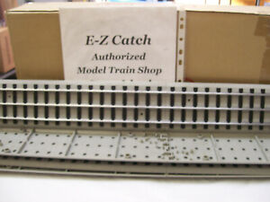 BRAND NEW MTH Standard Gauge 28 Inch Straight Sections with Roadbed (4-Pack )