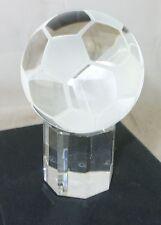 Glas Fußbal Figur auf Sockel Cleo Skribent Werbefigur
