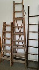 eine alte Leiter Setztreppe Regal massiv Holz