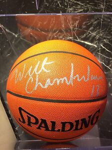 WILT CHAMBERLAIN SIGNED OFFICIAL NBA SPALDING BASKETBALL CERTIFIED AUTHENTICITY