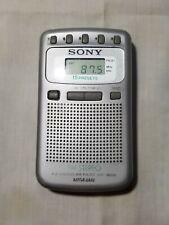 RADIO PORTATIL SONY SRF-M806 y cascos Grundig GHI-1080