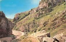 uk8519 entrance to cheddar gorge uk