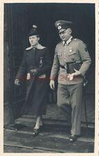 AK, Foto, Offizier m.seiner Frau, zurück vom Standesamt; 5026-42