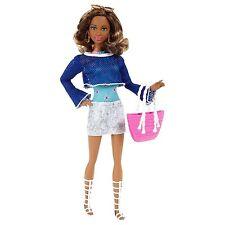 Mattel CJP97 Barbie Style Puppe Deluxe Ferienspaß GRACE im Urlaubs-Outfit