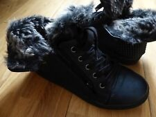 Immaculate Bullboxer Girls Winter Boots with Faux Fur Trim, Size UK 3.5, EU 36