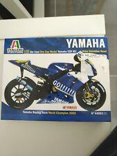 Italeri 1 22 Diecast Yamaha 2005  Yzr M1. V Rossi World Champiom