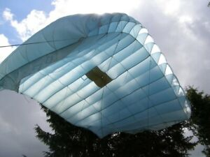 D.006 Para-Flite - hellblauer Matratzen-Schirm / Deko-Fallschirm / Sonnensegel