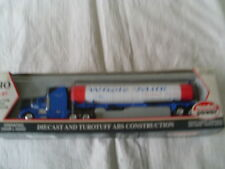 MODEL POWER 1:87  HO SCALE TRACTOR AND TANKER TRAILER WHOLE MILK
