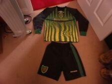 Boys vintage Umbro MANCHESTER UNITED Man Utd football kit age 12-13 FREEPOST