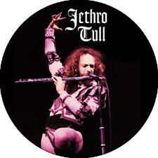 CHAPA/BADGE JETHRO TULL . pin button ian anderson yes progressive jefferson airp