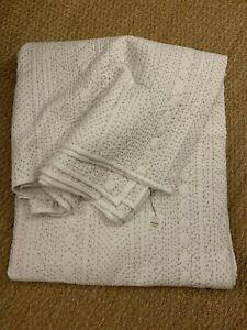 NWT Better Living Kheeda White Grey Queen Quilt