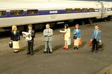 Gauge H0 - Bachmann 6 Figures on The Platform 33110 NEU