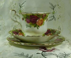 "ROYAL ALBERT "" OLD COUNTRY ROSES "" TRIO CUP SAUCER CAKE PLATE 1962 1ST QUALITY"