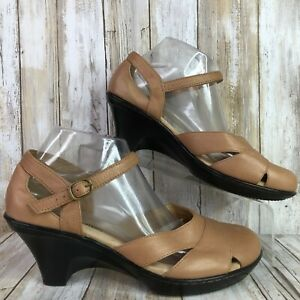 Softspots Womens Taupe Brown Leather Mary Jane Sandal Buckle Size 9AA