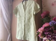 Beautiful TU Collection short sleeved blouse. New without tags size 16.