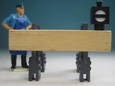 """Handarbeitsmodell """"Prellbock mit Gleissperrsignal"""" im Maßstab 1:22,5 (82200 FL)"""
