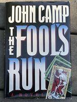John Camp / John Sandford. THE FOOL'S RUN 1st Edition EXCELLENT Hardcover DJ