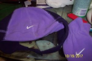 INFANT HAT AND MITTEN SET BY NIKE