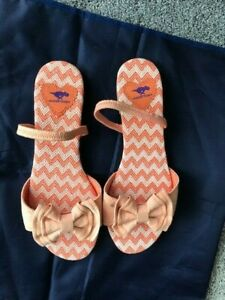 Beautiful ROCKET DOG sandals Size 6 orange NEW bow at front and easy slip on EXC