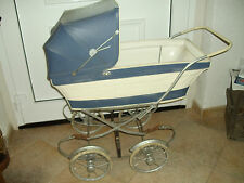 Alter Puppenwagen / Gondelwagen Nostalgie blau /weiß Kunstleder Ende 60er Jahre