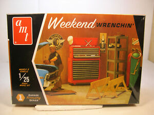 WEEKEND WRENCHIN' AMT 1:25 SCALE PLASTIC GARAGE DIORAMA ACCESSORIES KIT