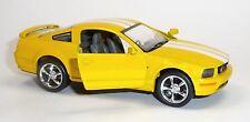 Nouveau: 2006 Ford Mustang GT jaune modèle de collection 1:38 Environ 12,5 cm article neuf V. Kinsmart
