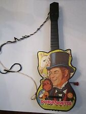 1967 DR. DOOLITTLE TOY GUITAR - WIND UP PLAY SOUND - BY MATTEL - TUB AAA