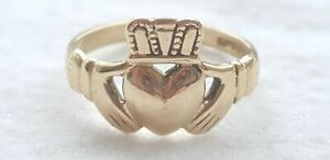 9ct YELLOW GOLD CLADDAGH RING - FULLY HALLMARKED - SIZE L -2.4 grams
