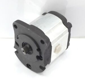 Kubota Hydraulikpumpe GPO79 GPO120 rechts 67810-76100