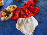 garde robe poupée 25-30cm,2chapeaux ,jupe et culotte nylon  4piéces