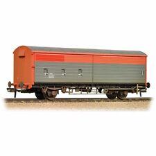 Bachmann 38-120B VAA Box Van Railfreight (no logo) Red and Grey weathered BNIB