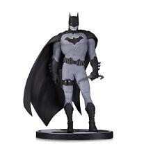 DC Comics Batman Estatua Blanco Y Negro Por John Romita Jr