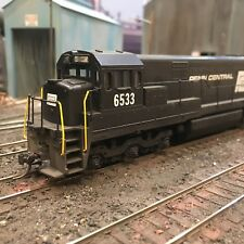 Athearn GE U28C Penn Central 6533 HO scale smooth runner. Lightly weathered.