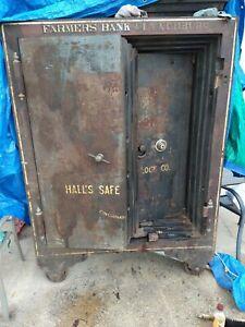 antique Halls Bank Safe / Vault. 🦅         delivery..negotiable