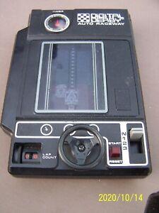 DIGITAL DERBY Auto Raceway Handheld Arcade Game Tomy 1978 - [TESTED] with Box