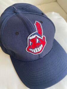 CLEVELAND INDIANS*Genuine Merchandise*BASEBALL CAP *M/L*New