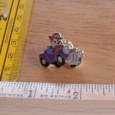 Disney pin The Rescuers in car