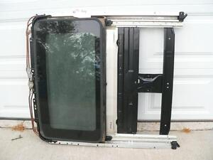 INFINITI QX4 01 02 03 NISSAN PATHFINDER 01-04 SUNROOF FRAME ASSEMBLY WITH GLASS