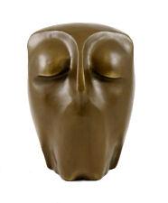 Moderne Kunst  - Ruhende Eule - Bronzeskulptur, signiert Milo